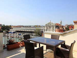 Grand Canal View apartment with a nice terrace